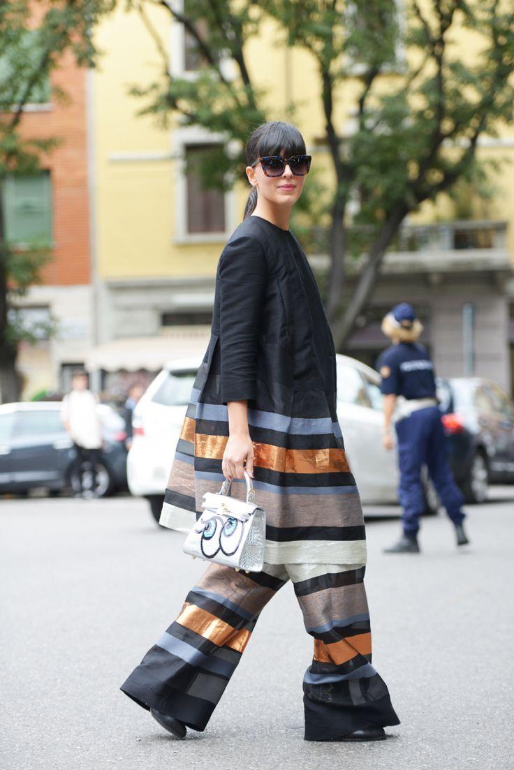 Come essere alla moda indossando il vestito sui pantaloni