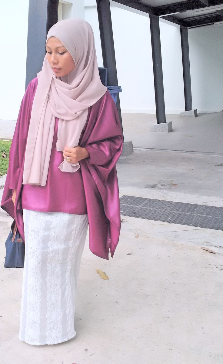 2side Pinless hijab and kimono top with white glitter mermaid skirt by Hues byJunaina.  So cooling and fuss free! #pinless #hijab #modesthijab