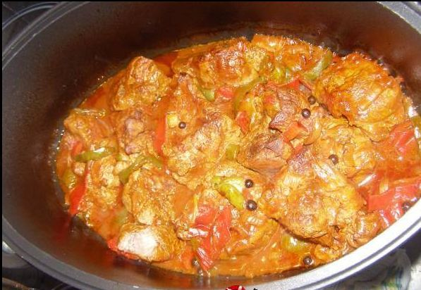 Περιγραφή Το φαγητό αυτό είναι κόλαση!! Μοσχάρι στην γάστρα με λαχανικά και…