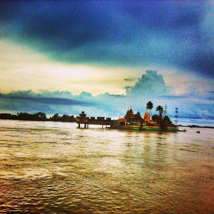 Yele Paya - The floating pagoda - Thanlyin, Myanmar #photography #travel #Myanmar #Burma  #travelphotography #buddhism #Temple #Asia