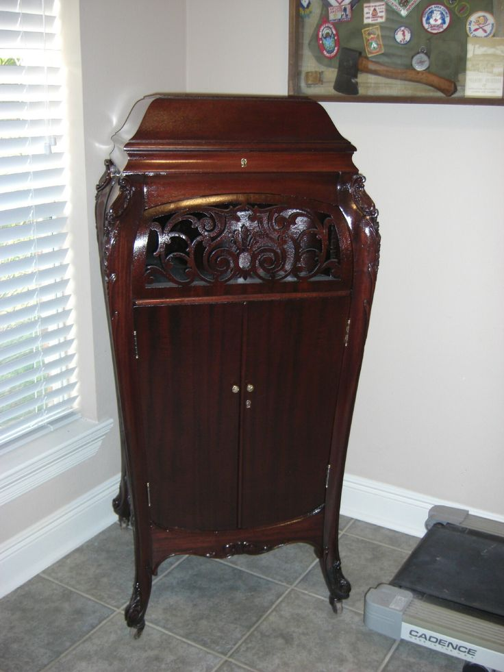 1000+ images about Antique Phonographs on Pinterest | Horns, Logos ...