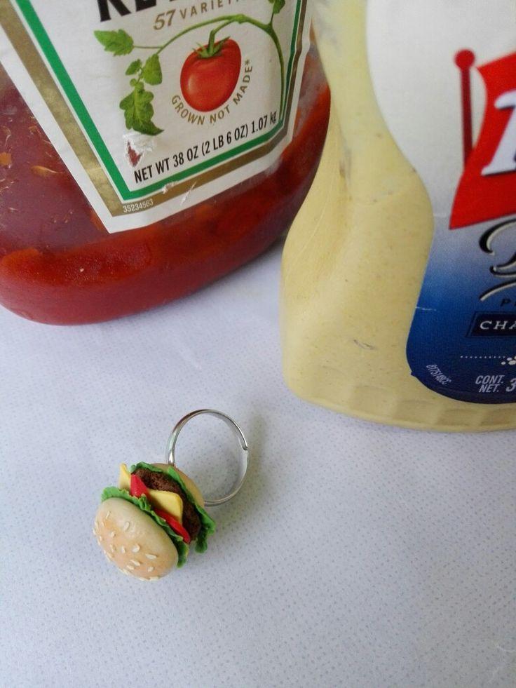 Anillo de hamburguesa en arcilla polimérica