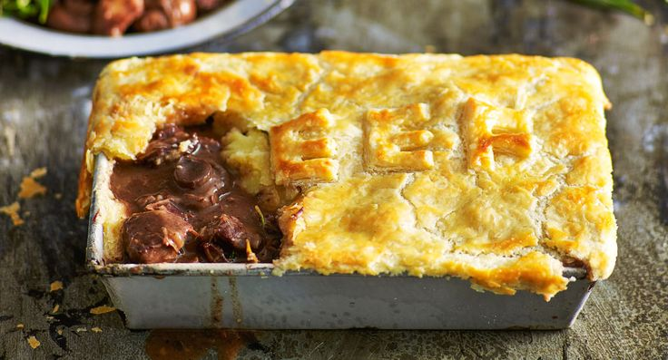 Beef and red wine pie
