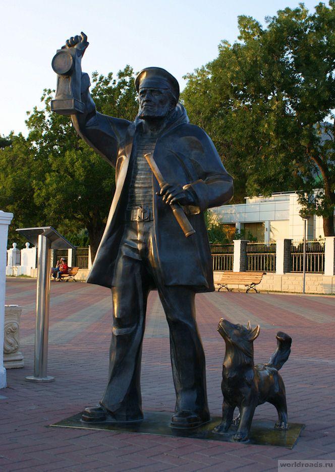 Памятник смотрителю маяка_Геленджик_Россия