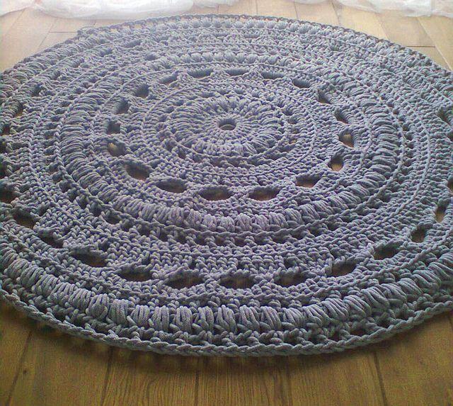 crochet rug very pretty