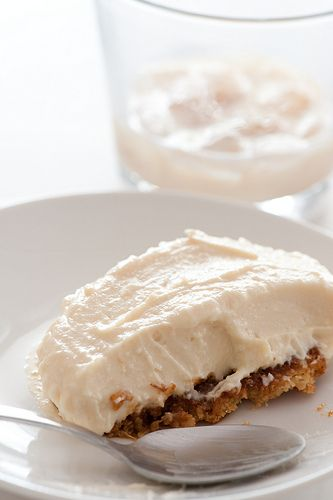 Little Baileys Cheesecakes~  *6 butternut snap cookies or other plain sweet cookie  *1/3 C baileys  *200g (7oz) ricotta  *250g (9oz) philidelphia cream cheese  *1/3C (60g or 2oz) icing sugar (powdered sugar)