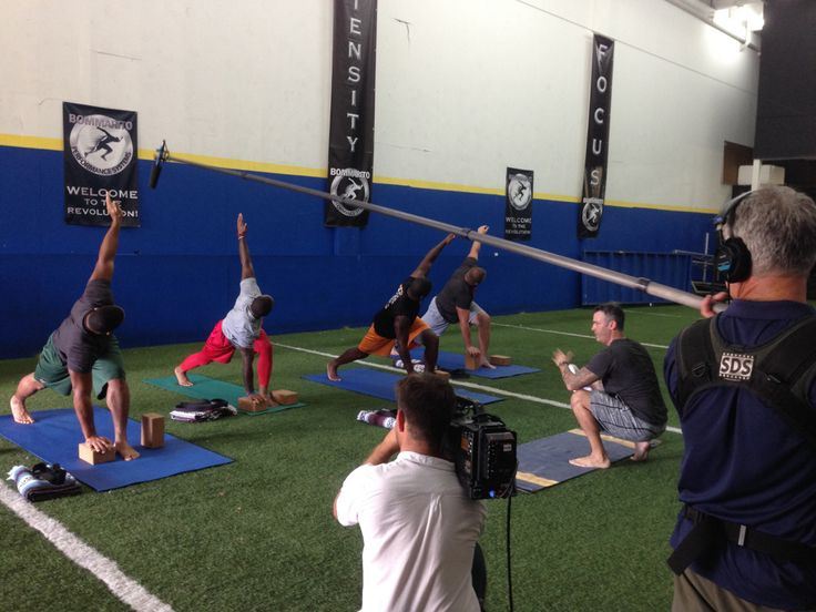 Check out Mike Fecht leading a yoga class down in South Florida with a few players from the #MiamiDolphins of the #NFL TONIGHT on NFL Rush and Nicktoons at 9:30 ET (check your local listings) #YogaforMen #Yoga