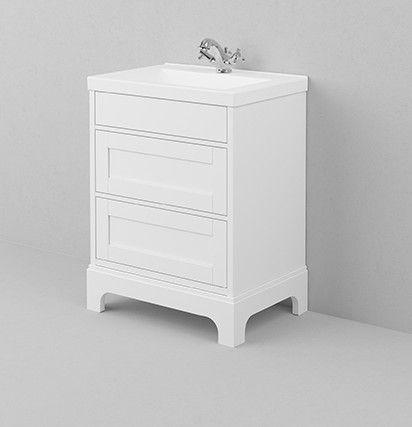 Gammaldags badrumsmöbel 65 cm med underskåp i vitmålat trä och tvättställ i vit porslin. Välkommen till Sekelskifte och våra badrumsmöbler i gammaldags stil!