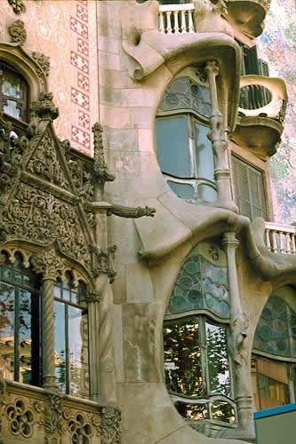 Art Nouveau. Antoni Gaudi. Free your time by learning to #read #books with turbochargedreading.blogspot.com
