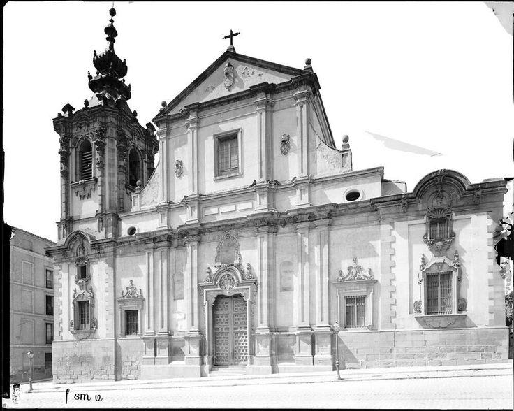 Iglesia de Montserrat en la calle de San Bernardo f. Casa Moreno