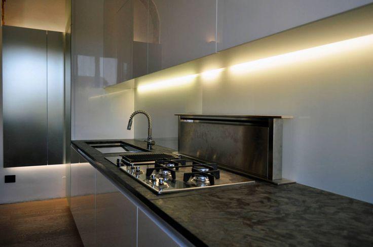 Appartamento Privato - Private Apartment : Cucina moderna di MELLINACORTISTUDIO