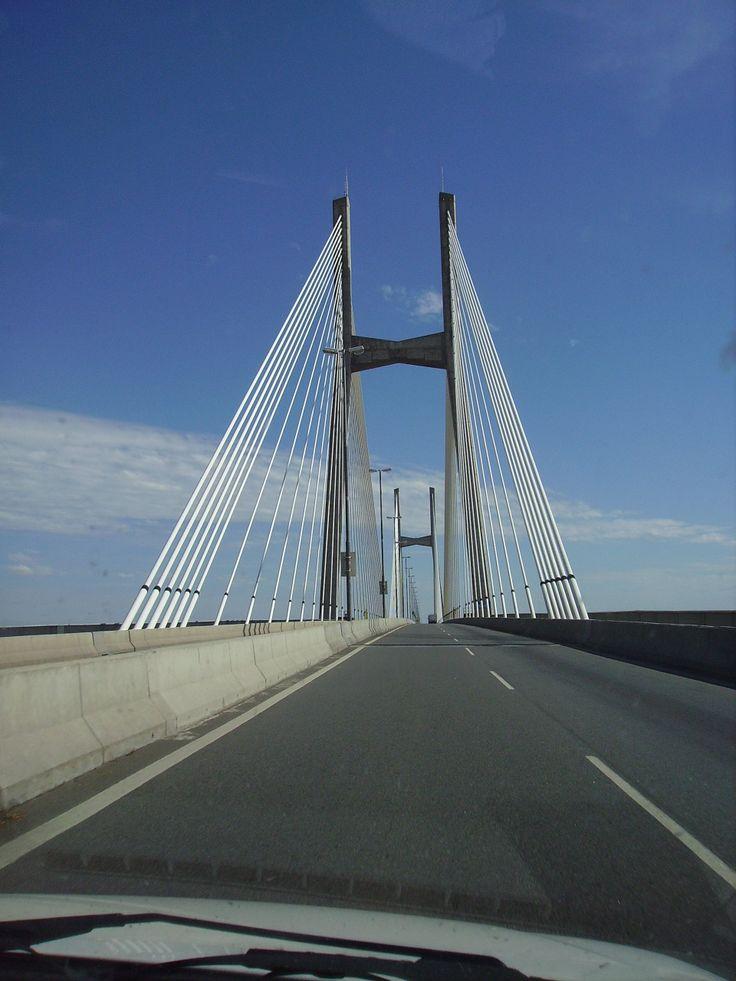 Puente Victoria-Rosario. Este puente une la ciudad de Victoria, Provincia de Entre Ríos con Rosario, Provincia de Santa Fe.