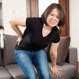 Eklem Kireçlenmesi Neden Olur?  Eklem hastalığı olarak da bilinen kireçlenme, oldukça yaygın, kronik bir eklem hastalığıdır. Her yaştan insanı etkileyebilir ancak 60 yaş üstü kişilerde daha sık rastlanır. Kireçlenmede, kemik uçlarını örten kıkırdakta bozulma olur.  Burası kemiklerin birbiriyle buluştuğu, bir eklem oluşturduğu ve böylece hareketin sağlandığı yerdir. Aradaki kıkırdak yıpranınca kemikler korunmasız kalır ve birbirine sürtünmeye başlar. Kıkırdaktaki bozulma eklemin şekil ve…