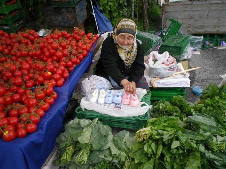 Şimdi Ot Zamanıdır  -  Fügen Büke #yemekmutfak.com Türkiye'de yabani otlar genellikle Ege mutfağı ile ilişkilendirilir. Anadolu'da yerel mutfaklarda da eski dönemlerden beri bu otlarla Ege'deki kadar çeşitli olmasa bile çok lezzetli yemekler yapılırdı.