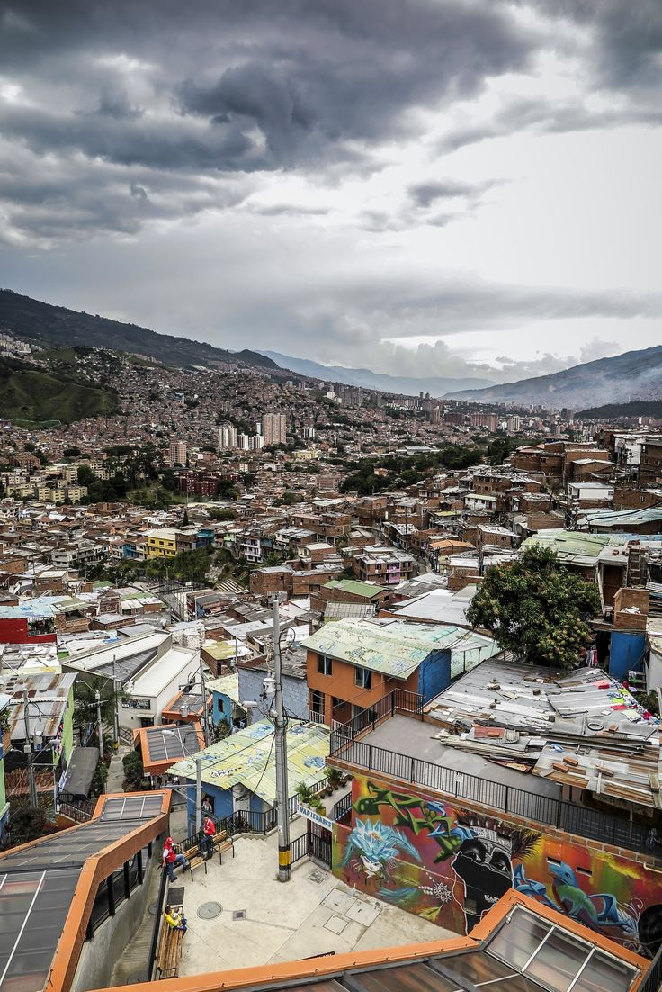 Fascinating City of Transformation: On a visit to Medellín you can learn about innovation, development and urban and social Projects. #medellin #Innovation #Transformation #comuna13 #travelandmakeadifference