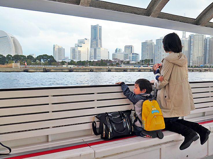 2014年3月22日(土) おはようございます!写真は、横浜出張のもの。いつも「みなとみらい21」へはタクシー移動なんですが、初めて海上バス「シーバス」を利用してみました。中華街、元町、みなとみらいなどの主要観光地へ海上アクセス。港町ヨコハマならではですね。ちなみに「シーバス」は「海上バス(SEA BUS)」ではなく、河口の淡水と海水域を行き来していることから、魚の「スズキ(SEA BASS)」と名付けられたんだそうです。会議と家族サービスを兼ねた出張、思ったよりハードで疲れが残りまくり。神戸で予定されていた会議出席を諦めて、通常業務に就いています。定休日開けでドタバタしたので結果オーライだったんですが...寝坊はアカン...(^^;  それでは、今日も皆様にとって良い1日になりますように☆ 【加古川・藤井質店】http://www.pawn-fujii.jp/