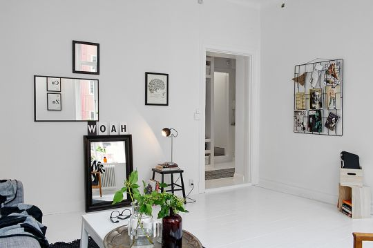 Blog wnętrzarski - design, nowoczesne projekty wnętrz: Minimalistyczny salon z szarą sofą