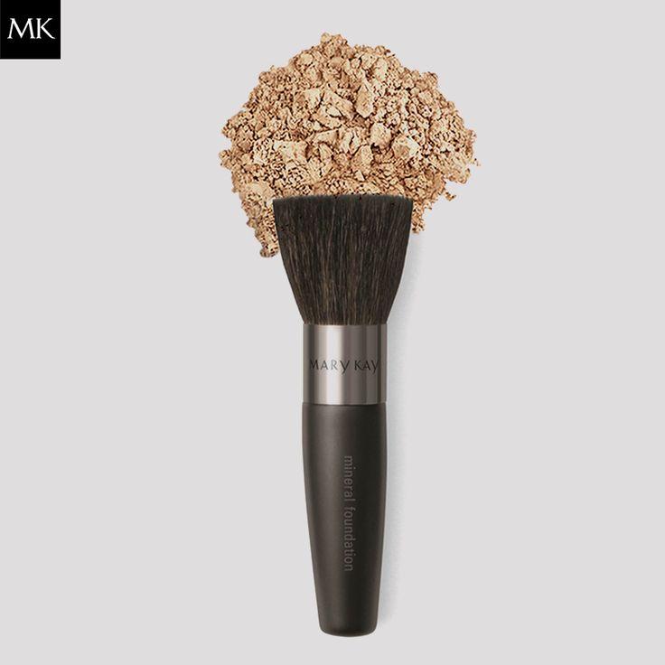 Imagem perfeita, com efeito natural e com a ajuda de um amigo sensacional. Base Mineral em Pó Mary Kay® e Pincel para Base Mineral em Pó Mary Kay®.