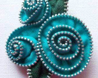 Spilla floreale astratto turchese / cerniera Pin di ZipPinning 2897