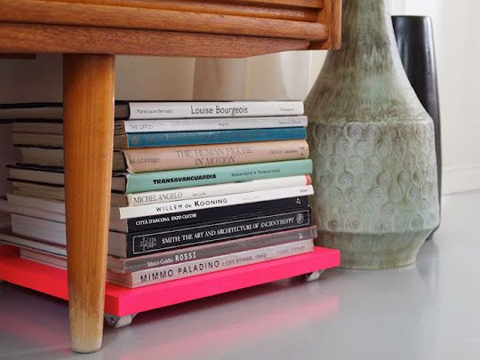 DIY Neon Tray with Wheels: Coffe Tables, Diy Ideas, Coffee Tables, Book Storage, Magazines, Small Spaces, Storage Trays, Storage Ideas, Bright Colors