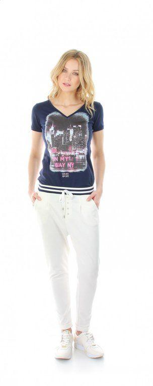 Hosevon Liu Jo   stylische Hose aus der Liu Jo Sportkollektion   diese sportliche Hose ist ein echter Hingucker  die Hose von Liu Jo hat einen elastischen Bund mit Tunnelzug, der Bund ist mit Streifen abgesetzt  die Hose