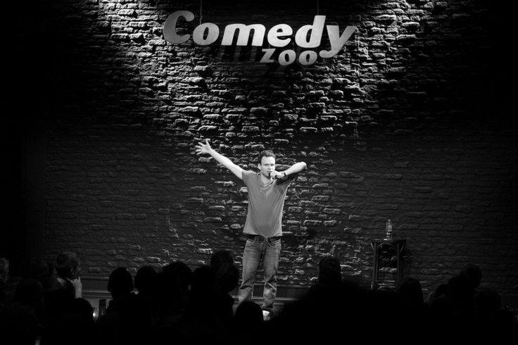 Open Mike - kom til comedy og oplev det uventede ske! På Comedy Zoo | For et mere blandet program af komikere men billigere, så tjek anmeldelserne på: http://m.funnyhaha.dk/komikere/sara+munch-109/open+mic+guide+københavn-735.html