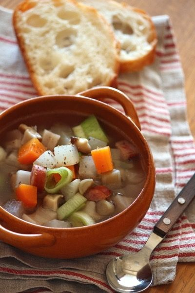 冬の食事はヘルシーで美味しい根菜レシピを作ってみませんか?冷え性や便秘の解消からダイエット、肌荒れまで様々な女性のお悩みに効果絶大な根菜を使ったレシピをご紹介します。
