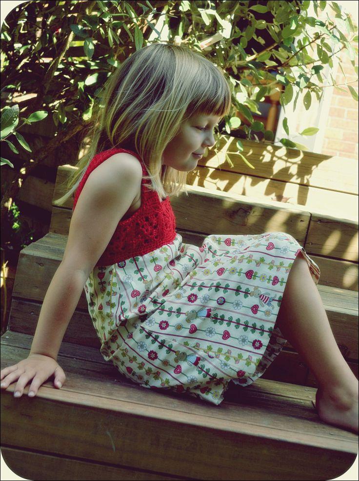 Hübsche gehäkelte Kleider und Röcke für den Sommer