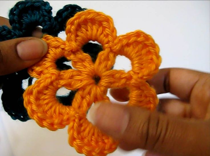 This crochet six petal flower is not only quick and easy but an absolutely cute addition to any project you crochet that just needs a touch of Spring! ✿⊱╮Teresa Restegui http://www.pinterest.com/teretegui/✿⊱╮