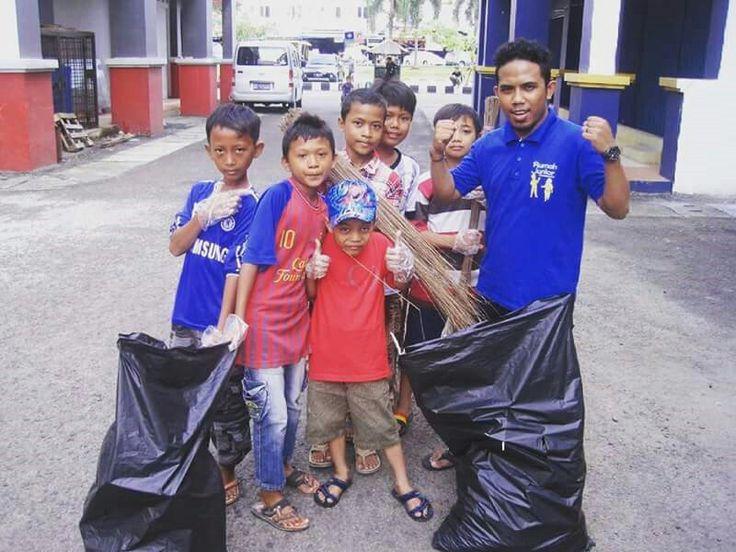 Salam peduli,  Rumah Junior INDONESIA SOCIAL EDUCATION Mutiara Taman Palem Blok A-17 No. 38  Cengkareng, Jakarta Barat - Indonesia  Hubungi : 021 5435 0421 / 0817 80 3424 Hari : Senin - Jumat Pukul : 13.00 – 16.30  Foursquare : http://4sq.com/1JZ7SWT Website : www.rumahjunior.com  Bca: 548-50-600-54 an yayasan rumah junior