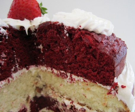 Red-and-white Canada Day cake! For places in Ontario to find delicious treats: http://www.summerfunguide.ca/09/farms-pyo-artisanal-foods-markets.html #summer #fun #ontario #canadaday #food #cake