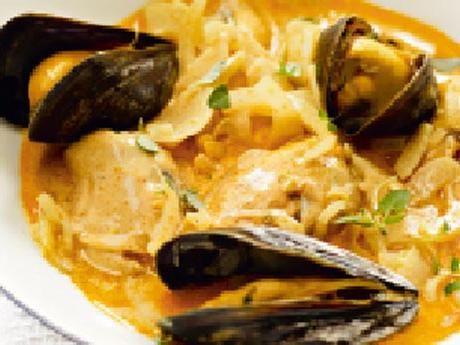 Vinkokta musslor med fänkål och timjan Receptbild - Allt om Mat