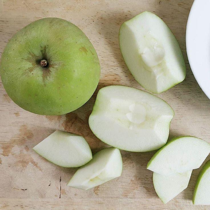Today's breakfast  입맛없을 아오리아오리 #아오리사과  #rawfood #greenapple #청사과 # #plantbased #wholefoods #pregnantfood #myfooddiary