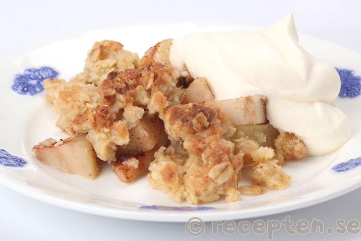 Päronpaj - Smulpaj med päron - Recept på en enkel päronpaj - en smulpaj med päron som går supersnabbt att göra. Servera gärna med vispad grädde.