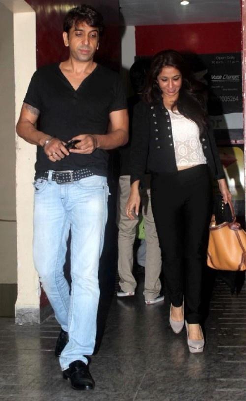 Bipasha Basu, Ameesha Patel (Amisha) Spotted at PVR Cinemas, Juhu in Mumbai