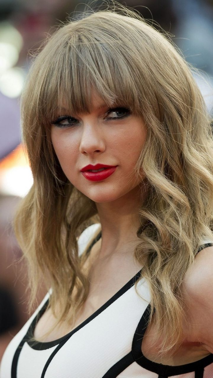 At Event Red Lips Blonde Taylor Swift 720x1280 Wallpaper