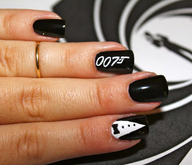 Gahh love this 007 James Bond mani!! Can't wait to see Skyfall!!