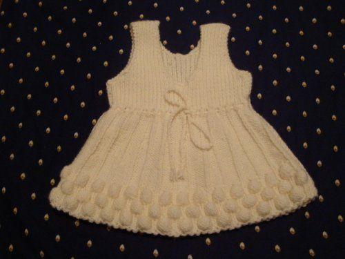 """Платье для новорожденной девочки с узором """"малинка""""."""