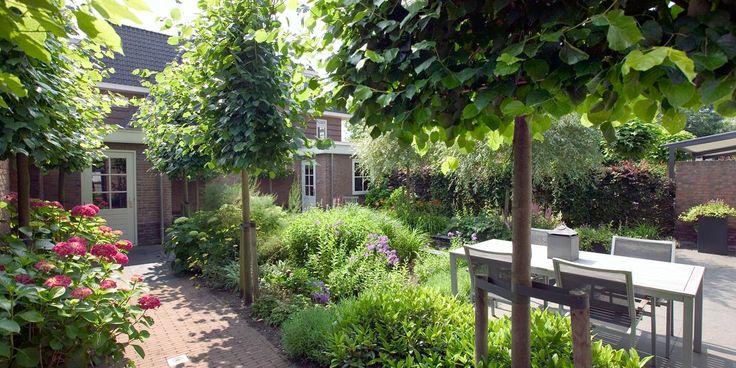 U houdt van warmte en een natuurlijke sfeer. Maar ook de details zijn voor u belangrijk. Juist daarom past de #romantische #tuin bij u. Deze tuin is ontworpen en aangelegd door Wijsman Hoveniers.