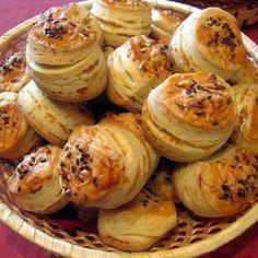 Egy finom Joghurtos-sajtos pogácsa ebédre vagy vacsorára? Joghurtos-sajtos pogácsa Receptek a Mindmegette.hu Recept gyűjteményében!