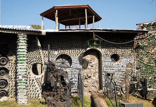 wine bottle house construction | ... house made of 6 million bottles, bottle house, recycled bottle house