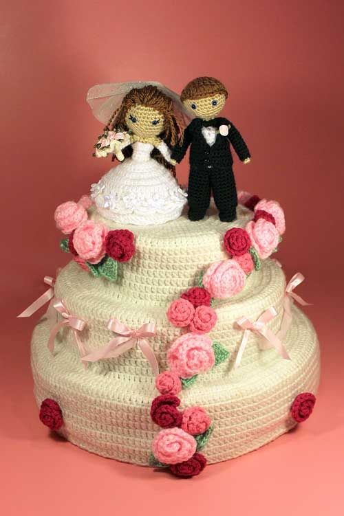 """Pattern available to buy for """"Dreamy Bride and Groom with Wedding Cake""""!"""