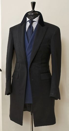 Un abrigo clasico es una prenda esencial en el armario del caballero actual ✔️