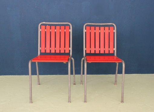 Bemag Gartenstühle Typisch für die stapelbaren Lättlistühle der Bemag sind die vertikal ausgerichteten Latten der Rückenfläche. Bereits in den späten vierziger Jahren taucht diese Modell auf und wird bis mindestens in die neunziger Jahren produziert.