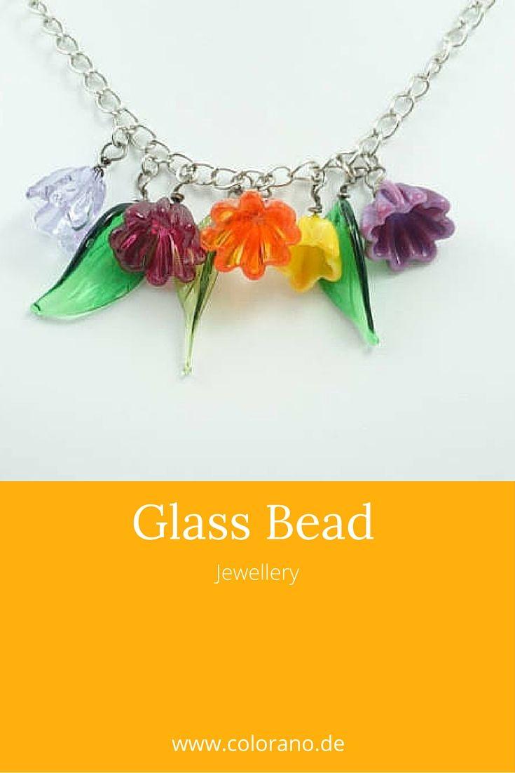 Wunderschön schillernde Glasblumen und Glasblätter, Frühlings Kette, Unikat