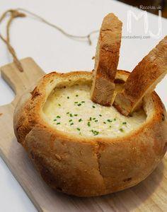 Llevo muchos años haciendo esta fondue. Cuando mi amiga Raquel me dio la receta, apenas sabía ni lo que era realmente la Thermomix,...