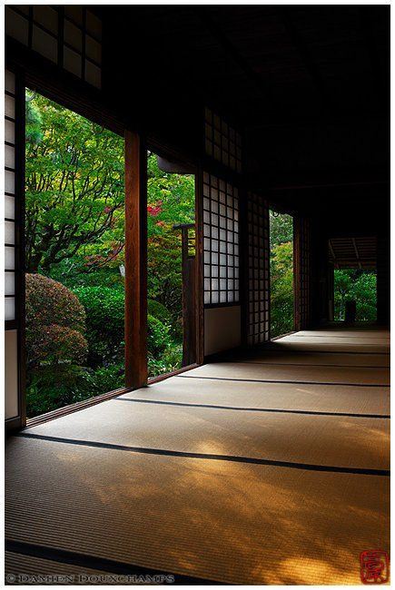 Traditional Japanese room with openings on zen garden, Koto-in temple