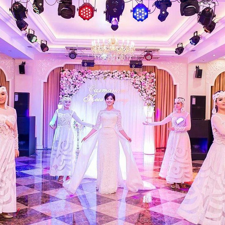Спасибо  дорогая Салтанат за красивые свадебные  фотографии. Я очень ценю, то, что и после мероприятия,  Вы про  меня не забываете. �������� #кызузату #свадебныйсалонастана #Свадебноеплатье #Свадебноеплатьеастана #проводыневесты #weddingdresastana #weddingdress #Astana #Kazakhstan #weddingdresskz http://gelinshop.com/ipost/1519405743928200287/?code=BUWA3lUh0xf
