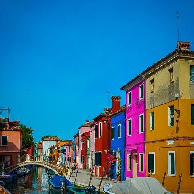 PHOTO: the beautiful Burano, Italy.