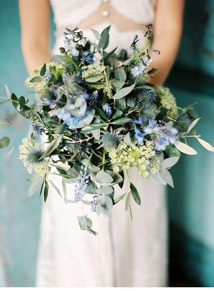 Bohemian Hochzeitsinspirationen in Blau- und Goldtönen von Lucy Davenport Photography
